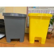 Урна с крышкой и педалью для отходов желтая, 25 л
